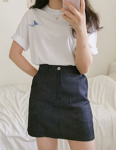 White T-shirt Match With Denim Skirt